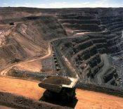 کاهش درآمد غول معدنی دنیا